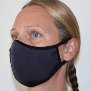 Återanvändbart munskydd i tyg för kvinnor.